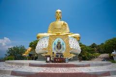 Respektierter goldener Buddha in Thailand Stockfotos