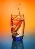 Respingo da água em um vidro fotos de stock