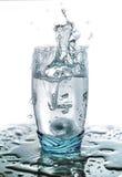 Respingo da água em um vidro imagens de stock