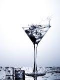 Respingo da água no vidro com gelo Imagem de Stock Royalty Free