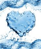 Respingo da água sob a forma de um coração Imagens de Stock