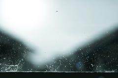 Respingo da forma da água da gota de chuva imagens de stock royalty free