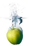 Respingo de Apple na água Fotografia de Stock Royalty Free