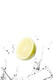 Respingo do limão e da água Fotografia de Stock