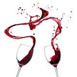 Respingo do vinho tinto no fundo branco Foto de Stock
