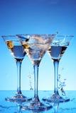 Respingo martini no azul Imagens de Stock