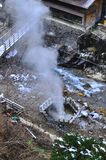 Respiradero en Yudanaka ryokan, Japón del sulfuro Imagen de archivo