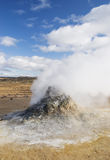 Respiradouro vulcânico do vapor da paisagem de Islândia geothermal foto de stock