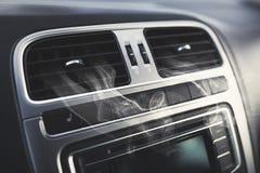 Respiradouros de ar em um carro fotografia de stock royalty free