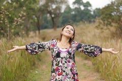 Respiration profonde en nature photos stock