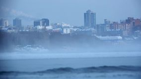 Respirazione siberiana severa della città video d archivio