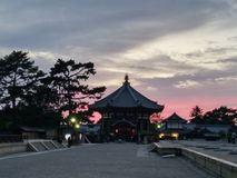 Resplandor de la puesta del sol del templo de Todaiji, Japón Fotos de archivo libres de regalías