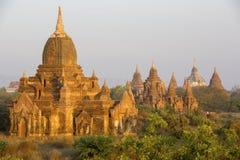 Resplandor de la salida del sol en los templos de Bagan Fotografía de archivo