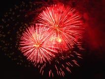 Resplandor fuegos artificiales rojos del 4 de julio Foto de archivo libre de regalías