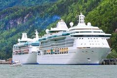 Resplandor y rapsodia de los barcos de cruceros de Alaska Imagen de archivo