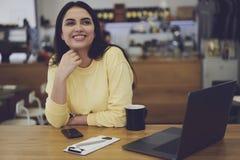 Responsabile amministrativo femminile attraente Immagini Stock
