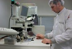 Responsabile della stazione di misurazione con il silicone Fotografia Stock