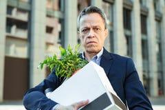 Responsabile di ufficio anziano che si muove verso il nuovo ufficio Fotografia Stock Libera da Diritti