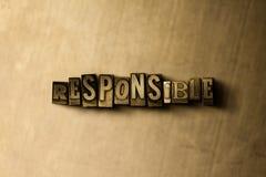 RESPONSABLE - le plan rapproché du vintage sale a composé le mot sur le contexte en métal Image libre de droits