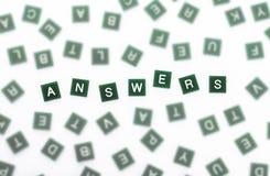 Respuestas - letras claras contra empañado Foto de archivo