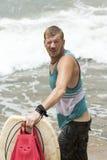 Ressac de pensionnaire de corps sur la plage photographie stock libre de droits