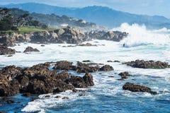 Ressac par le Big Sur à la route 1, la Californie Photos libres de droits