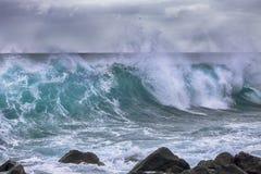 Ressac par temps orageux Images stock