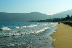Ressac sur l'île de Hainan, Chine, Hainan ; Sanya, baie de Yalong Image stock