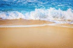 Ressac sur le bord de la mer photos libres de droits