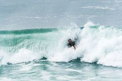 Ressac surfant de Bodyboarder Photos stock