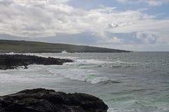 Ressaca áspera no Atlântico Norte na Irlanda Fotos de Stock Royalty Free