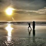 Ressaca do por do sol Fotos de Stock Royalty Free