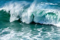 Ressaca e pulverizador, praia de Fistral, Cornualha imagens de stock royalty free