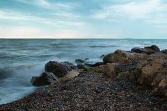Ressaca em uma praia selvagem Imagem de Stock Royalty Free