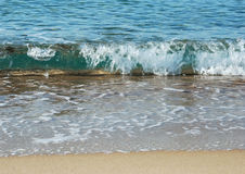 Ressaca na praia Fotos de Stock