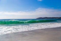 Ressacs énormes en Carmel-par-le-mer, en Californie, les Etats-Unis Images stock