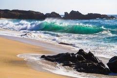 Ressacs énormes en plage d'état de Garrapata en Californie Photographie stock