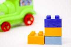 Ressembler coloré de construction de Lego aux bottes Photo stock