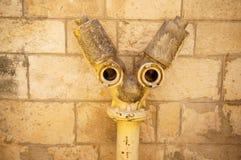 Ressembler de tuyaux à un visage de robot photo libre de droits