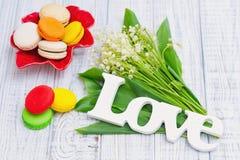 Ressort, amour, muguet et macarons Photographie stock libre de droits