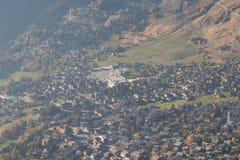 Ressort de ski de Verbier dans la saison de vue aérienne de la Suisse images stock