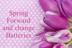 Ressort en avant et message de batteries de changement photographie stock