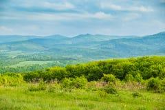 Ressort en montagnes Nuages sous des montagnes Photographie stock libre de droits