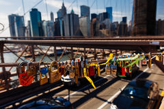 Ressort la serrure d'amour en avril 2015 sur le pont de Brooklyn, New York a uni Photos libres de droits