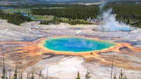 Ressort prismatique grand en parc national de Yellowstone Images stock