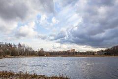 Ressort sur la rivière Photos stock