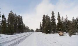 Ressortissant Forest Welcome Sign de Winema en bois d'hiver Images libres de droits