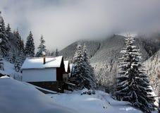 Ressource de montagne lointaine Image libre de droits