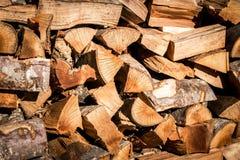Ressources empilées de bois de construction image libre de droits