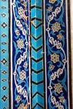 Rest av de dekorerade blåa mosaiktegelplattorna på väggen inom av blå moské i Tabriz Östligt Azerbajdzjan landskap iran arkivfoton